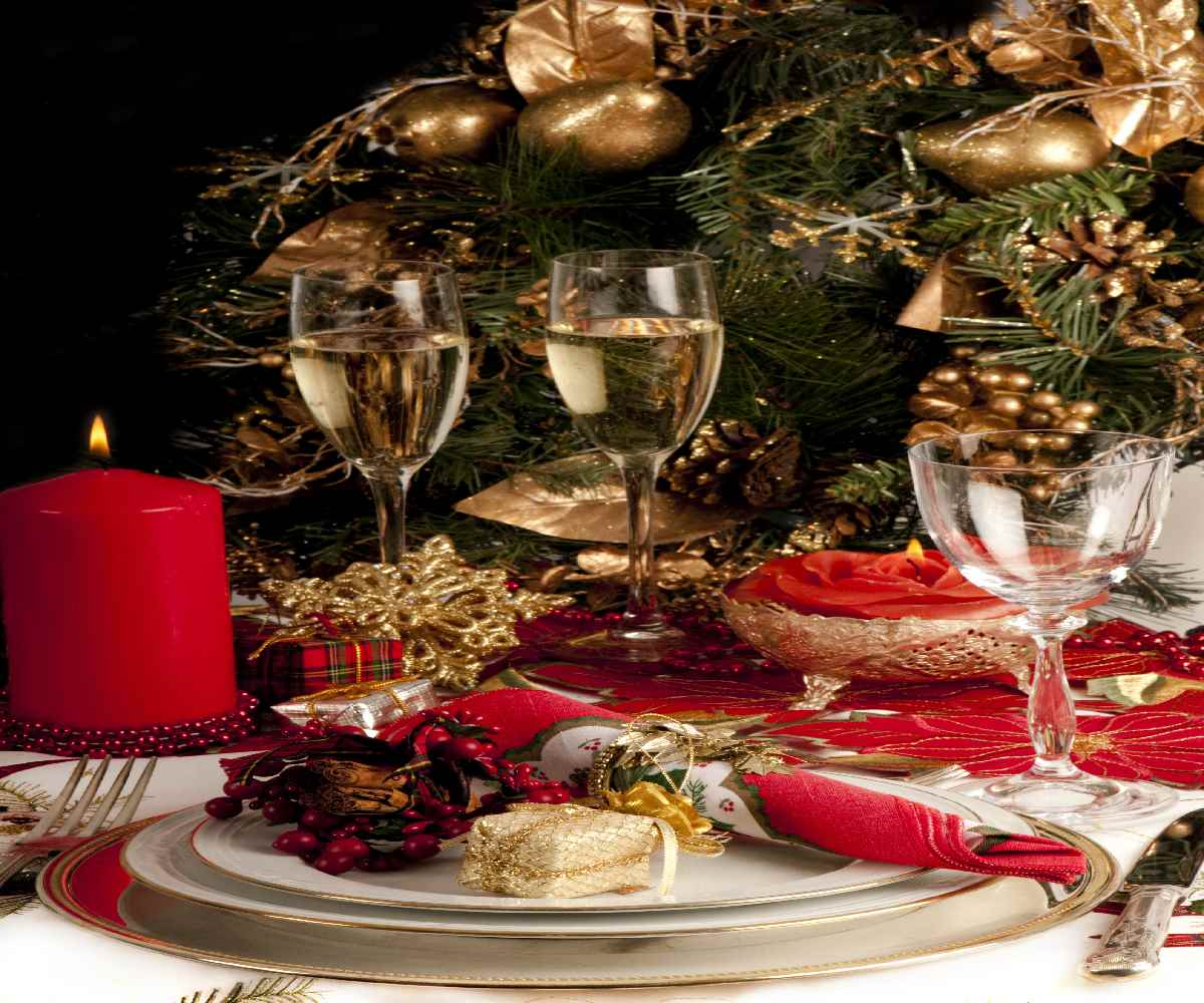 christmas-tree-balls-red-glass