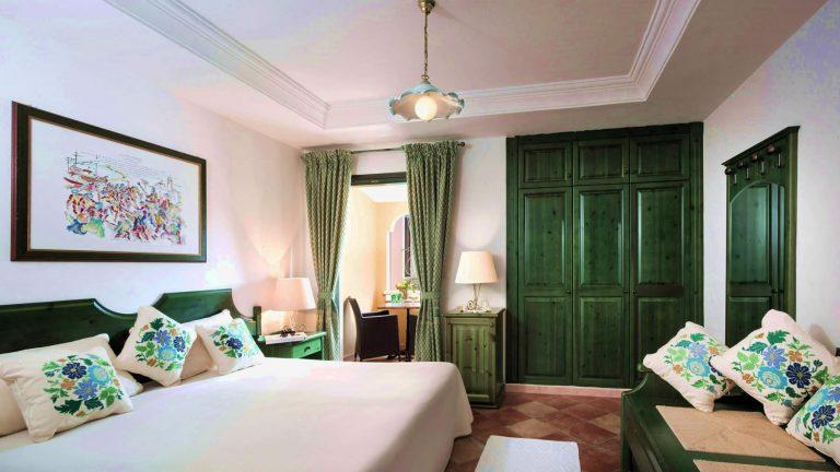 cala-ginepro-hotel-resort-camera-classic-1-2-768x432