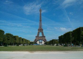 Un-itinerario-per-visitare-Parigi-La-Tour-Eiffel